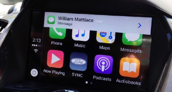 text messaging and voice command CarPlay