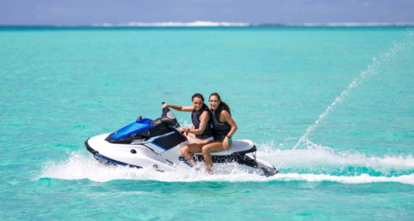 Experiencing Combo Jet Ski, Lunch and Shark & Ray