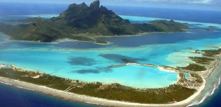 The main languages in Bora Bora